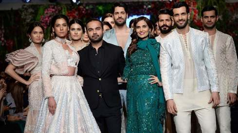 Review: Faraz Manan ups the glam factor on Day 3 of PLBW18