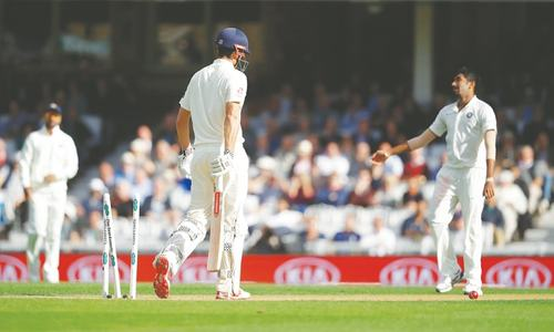 Cook denied farewell century as lethargic England collapse