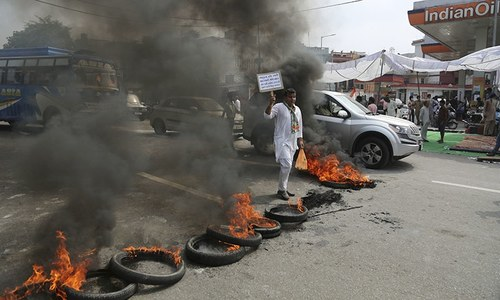 کچھ ریاستوں میں مظاہرے پرتشدد رنگ اختیار کرگئے— فوٹو: اے پی