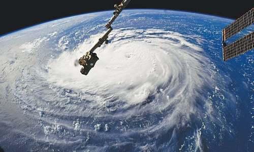 Monster hurricane starts battering US east coast