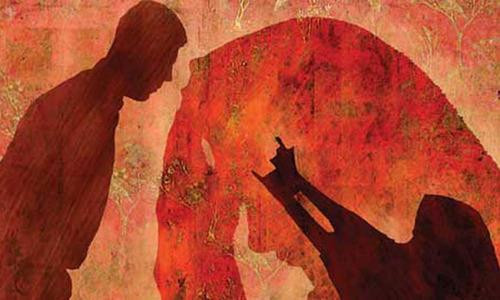 بھارت: 13 سالہ بیٹی کے 'ریپ' کا الزام، باپ گرفتار