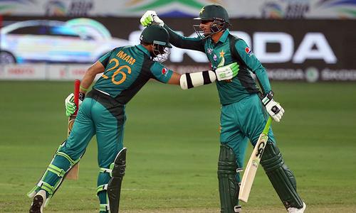 ایشیا کپ: بھارت کے خلاف پاکستان کی بیٹنگ جاری