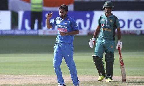 Pak vs India: Pakistan lose both their openers early as Kumar strikes twice