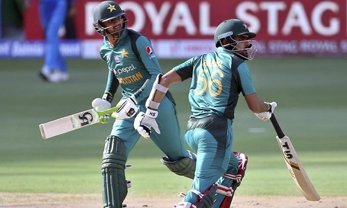 Pak vs India: Malik, Azam bring up Pakistan's half century after early wobble