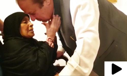 جیل سے رہائی کے بعد نواز شریف کی والدہ سے ملاقات