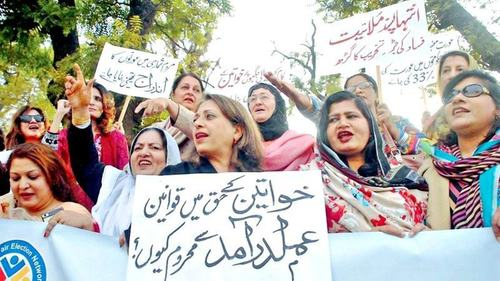 Women, minorities have minor share of govt postings