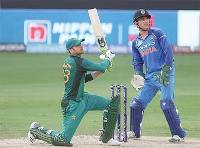 Pakistan fall short of setting India big target