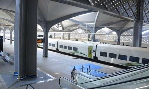 سعودی عرب: مکہ اور مدینہ کو ملانے والی تیز رفتار ٹرین کا افتتاح