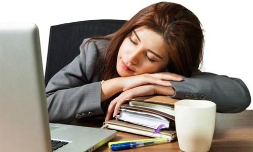 اکثر افراد کو دوپہر کی نیند کی ضرورت کیوں ہوتی ہے؟