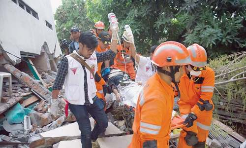 Death toll from Indonesian quake, tsunami soars to 800