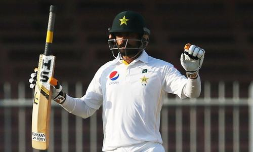 Hafeez returns to Pakistan Test squad after two years out