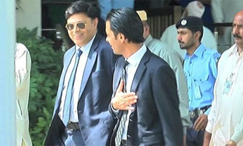 NAB DG meets judges trying Sharifs