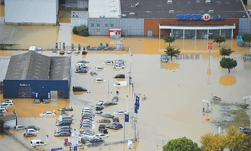 10 killed as floods batter southern France