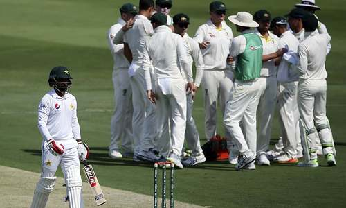 Lyon takes four wickets off six balls as Pakistan slump to 77-5