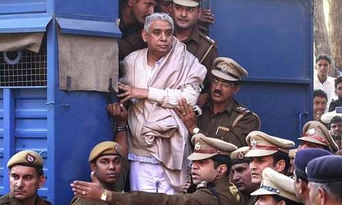 بھارت : ہندو گرو رام پال اور 14 پیروکاروں کو عمر قید