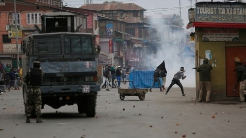 Fighting in Srinagar leaves 3 combatants, civilian dead