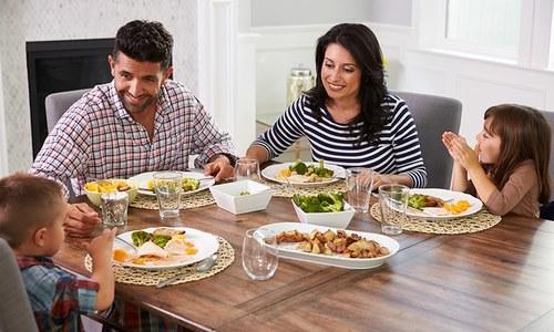 وہ 12 سوال جو کھانے کی میز پر بچوں سے پوچھنے چاہیئں