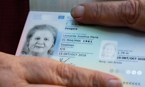 نیدرلینڈ نے پہلا مخنث شناخت والا پاسپورٹ جاری کردیا