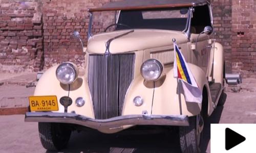 تاریخی شاہی قلعہ میں قدیم گاڑیوں کی نمائش