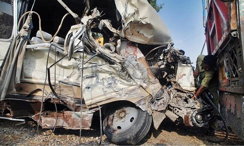 ڈیرہ غازی خان: دو مسافر بسوں میں تصادم، 19 افراد ہلاک
