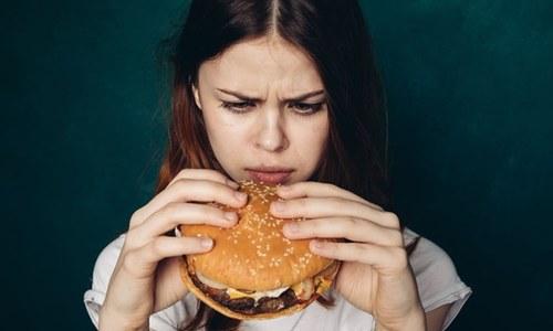ہمارے کھانوں میں کس 'خطرناک چیز' کے ذرات شامل ہوتے ہیں؟