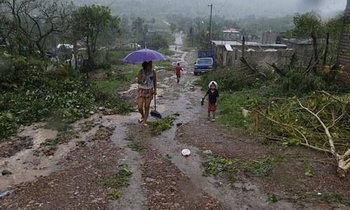Hurricane batters Mexico's coastal towns
