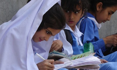 Entry of male VIPs into KP girls' schools banned