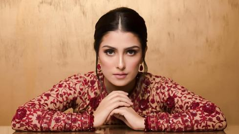 Ayeza Khan will star with Humayun Saeed in TV drama Meray Paas Tum Ho