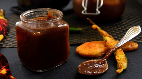 Here's how you can make the perfect tamarind chutney