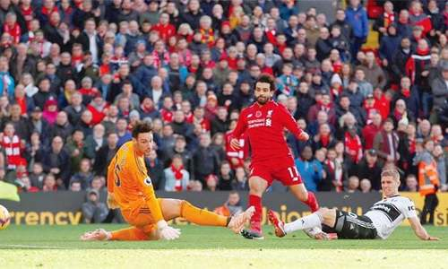 Chelsea lose ground in title race as Liverpool win