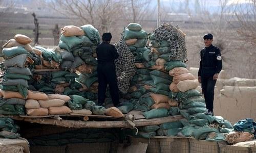 طالبان کے حملوں میں 12 افغان سیکیورٹی اہلکار ہلاک