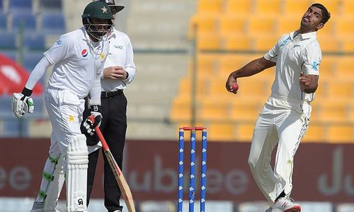 New Zealand restricts Pakistan to 225-8 at tea