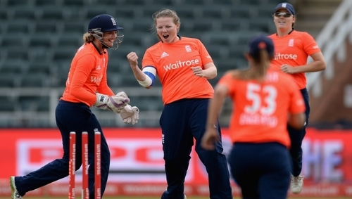 Shrubsole hat-trick takes England to World T20 semis