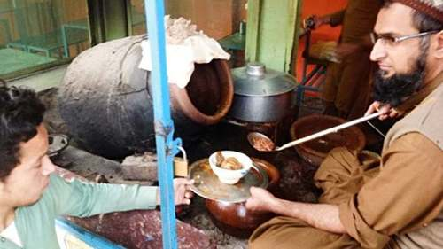 Peshawar's popular Nika Seri Pai attracts foodies in droves
