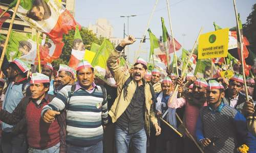 Desperate Indian farmers march on parliament