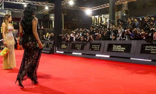 'غیر اخلاقی' لباس پہننے پر مسلم اداکارہ کو قید کا سامنا