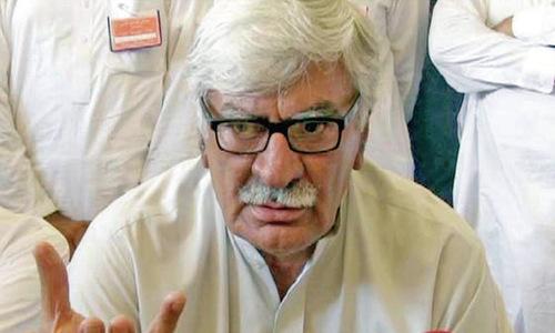 Asfandyar blasts Imran on early polls remarks