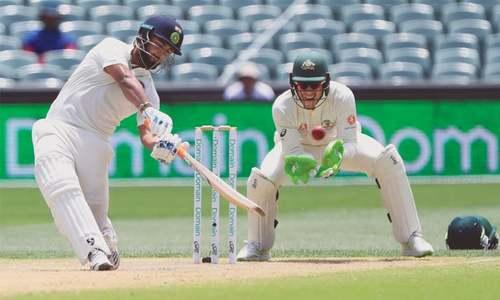 India close in on victory as Australia struggle
