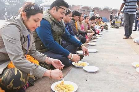 130 Hindu pilgrims arrive in Pakistan