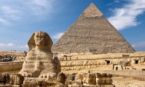 اہرام مصر کی چوٹی پر برہنہ ویڈیو اور تصاویر بنانے پر تنازع