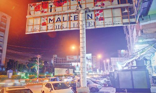 سپریم کورٹ کا 3 ماہ میں لاہور کے بل بورڈ ہٹانے کا حکم