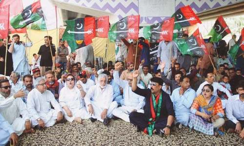 PPP leaders protest against gas suspension in Sindh