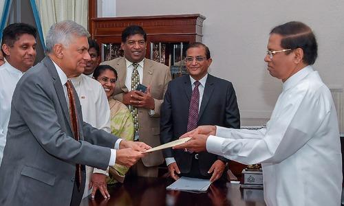 سری لنکا: برطرف رنیل وکراما سنگے دو ماہ بعد دوبارہ وزیرِاعظم بن گئے