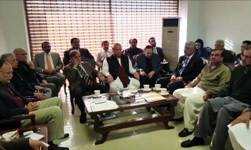 Nawaz Sharif chairs meeting to review PML-N's reorganisation drive