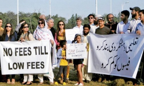 Supreme Court seeks report on schools' reaction to reduction of fees