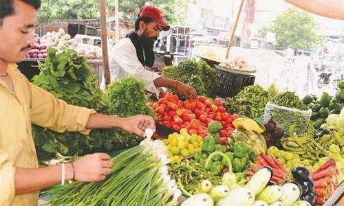 Food prices crawl up ahead of mini-budget