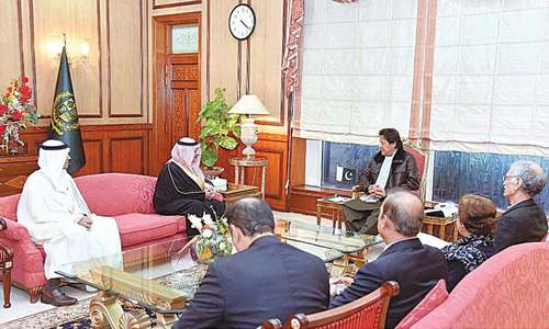 Tabuk governor discusses trade, security