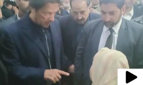 جب ایک خاتون  نے وزیراعظم عمران خان سے گھر دینے کا مطالبہ کیا
