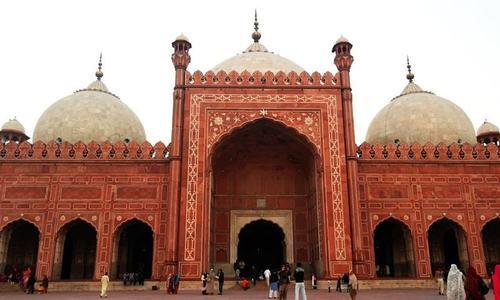 بادشاہی مسجد سے نعلین پاک کی چوری: 'کچھ لوگ چھپ کر دیدار کرواتے ہیں'
