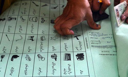 بیلٹ پیپرز میں 'نوٹا' کے  آپشن کیلئے آئین میں شق نہیں، الیکشن کمیشن